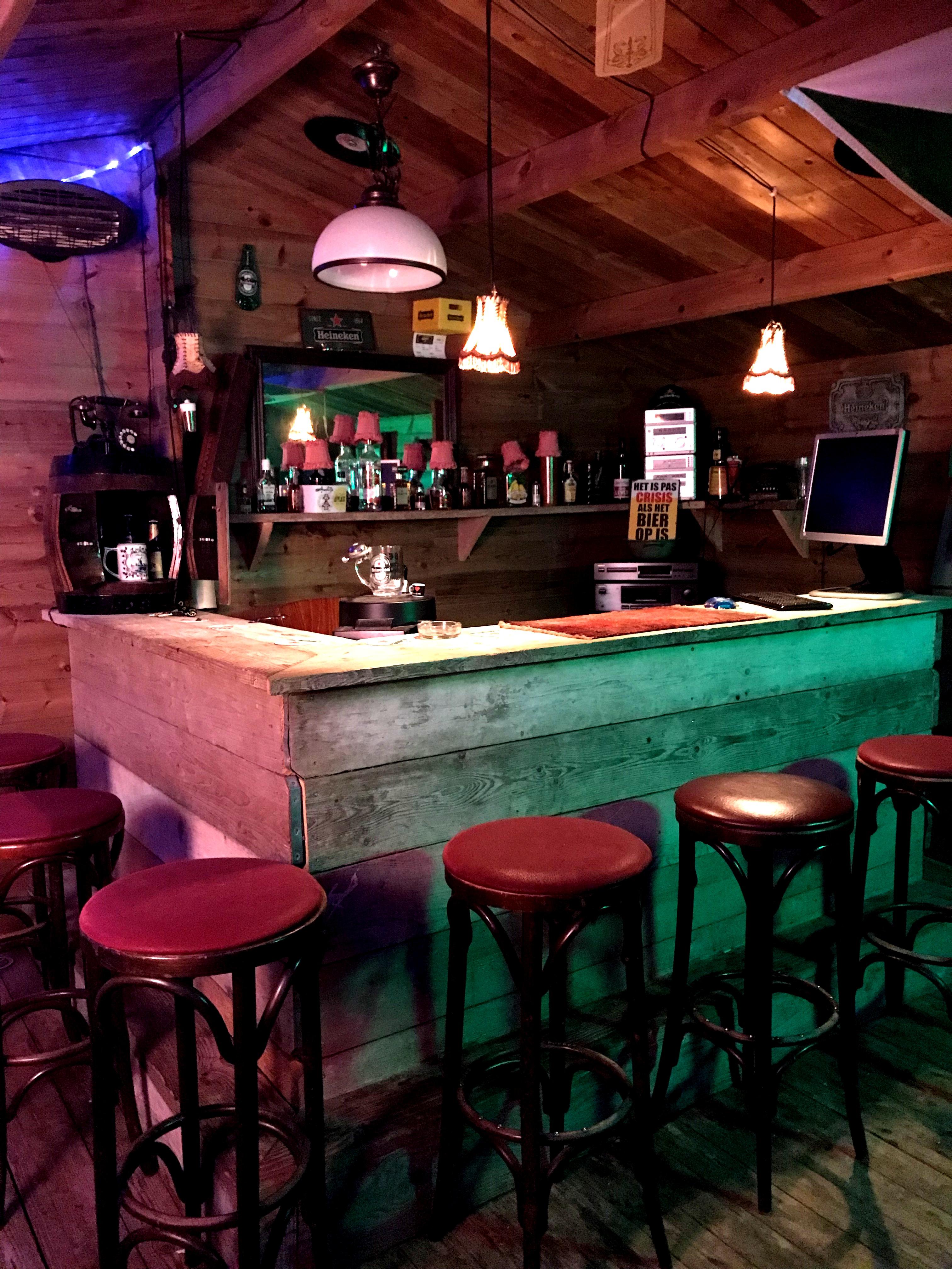 Betere Het mooiste wat er is? zelf een bar bouwen, hierbij de bar van CA-01